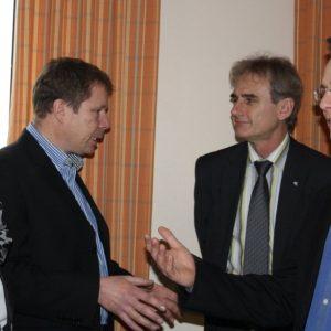 Hildegard Pfaff, Knut John, Ulrich Becker sowie Tobias Eckert im Gespräch