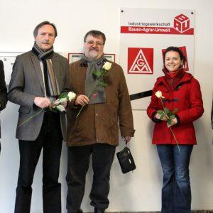 v.l.n.r.: Christian Spiegelberg, Karl Rudolf Hauff (DGB-Kreisvorsitzender), Franz Becker (DGB-Kreisvorstand), Viktoria Kamens und Gerhard Blankenburg (DGB-Kreisvorstand) im DGB-Haus Limburg